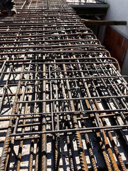 Bewehrung einer Betondecke oder: Stahl brutal